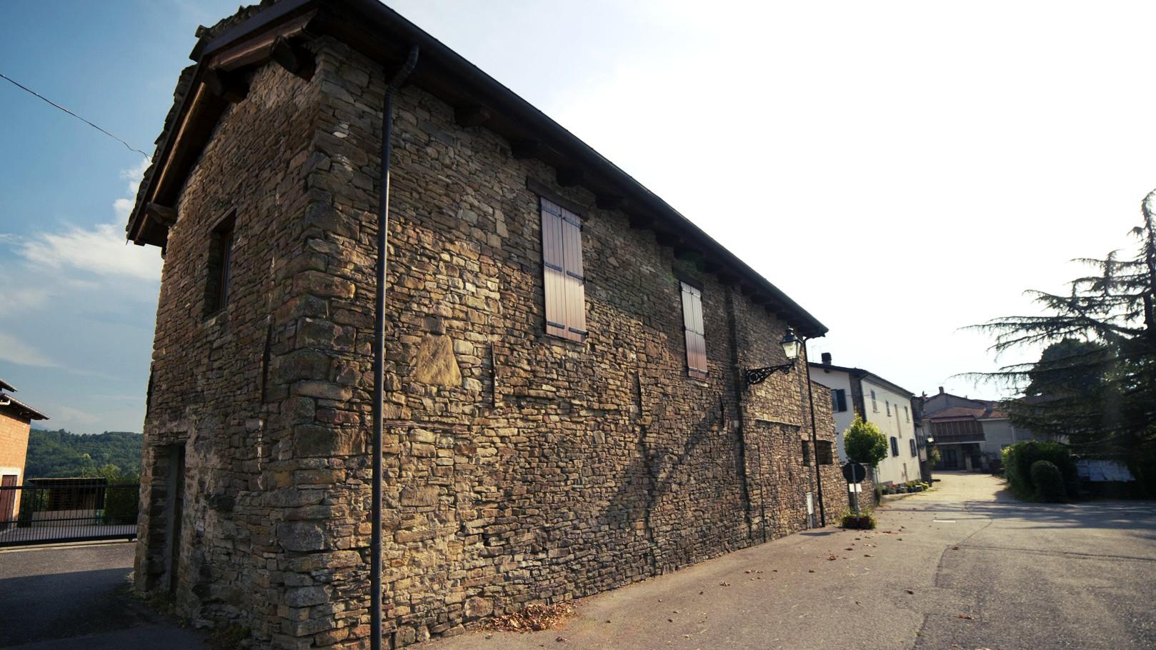 Paroldo casa in pietra di langa