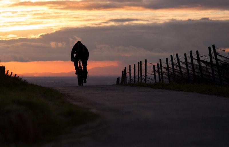 «Il sapore delle stagioni». Andrea Bruno ci racconta la bellezza delle Langhe in bici