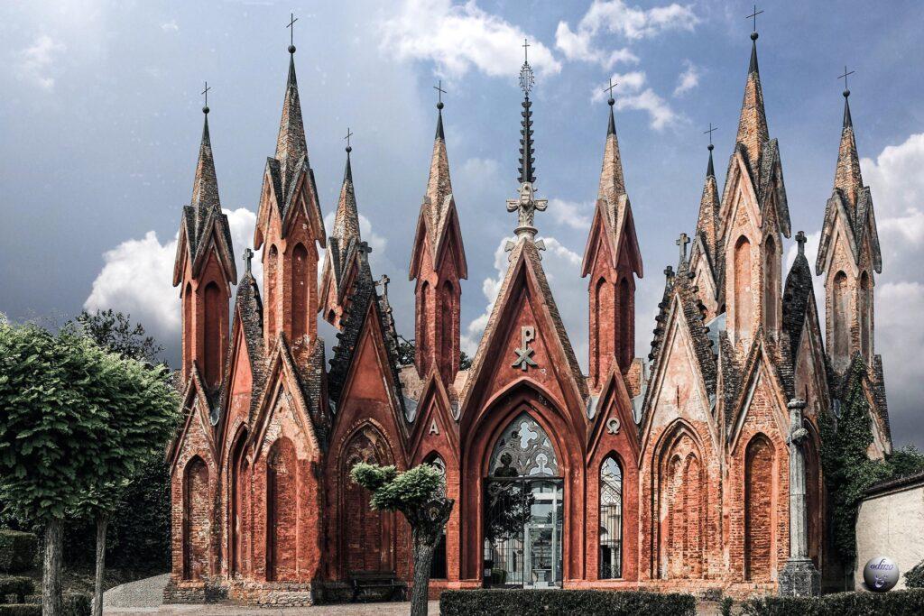 Le guglie del cimitero di Dogliani